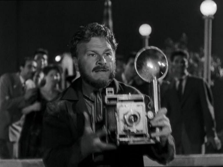 ローマの休日 夜の川辺 大判プレスカメラ