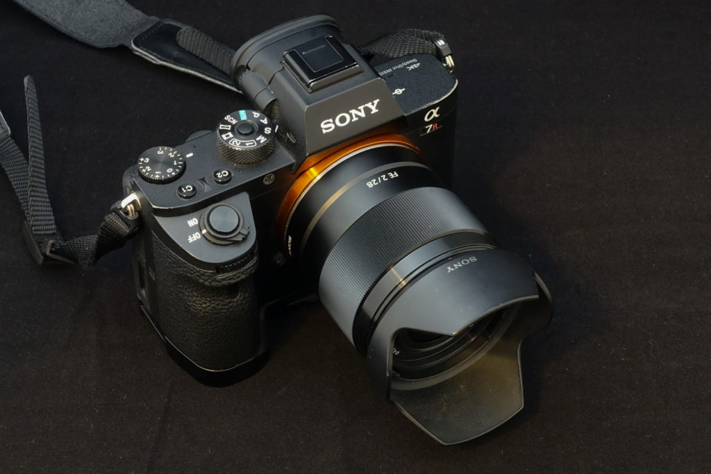ソニーFE28mm F2.0 + α7RII フード付き